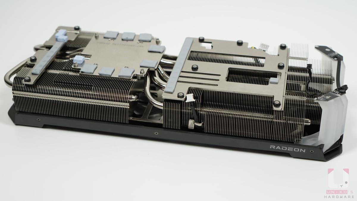 垂直設計和增加的鋁鰭片排列可增進整體擴散熱量,鍍鎳銅熱管則可以收集熱能並有效地散熱。