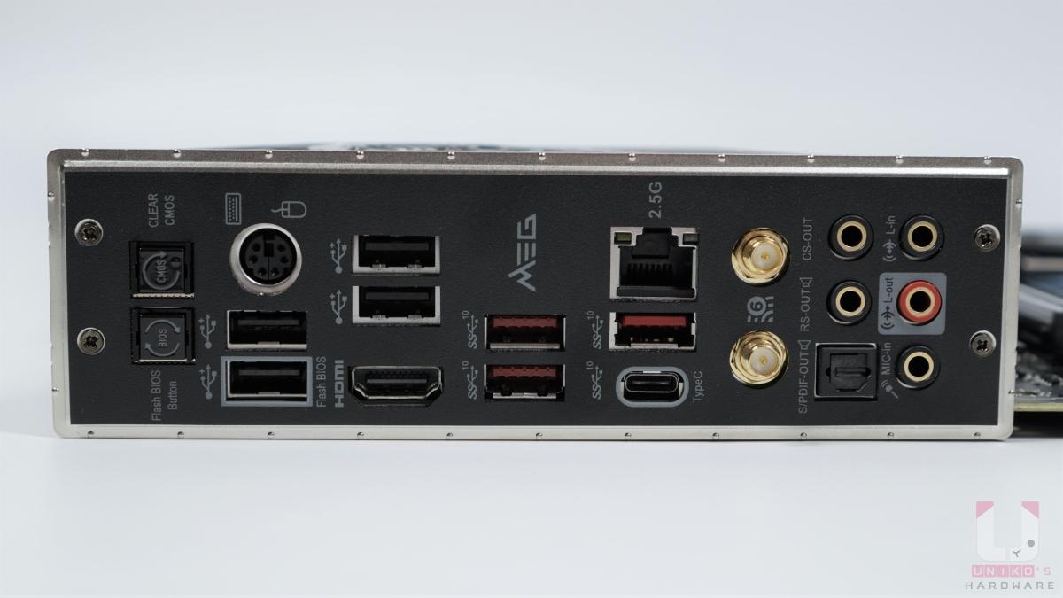 CLEAR CMOS 按鈕、FLASH BIOS 按鈕最方便,免 CPU 刷 BIOS 的 USB 要連接到專用 USB 2.0 接口。