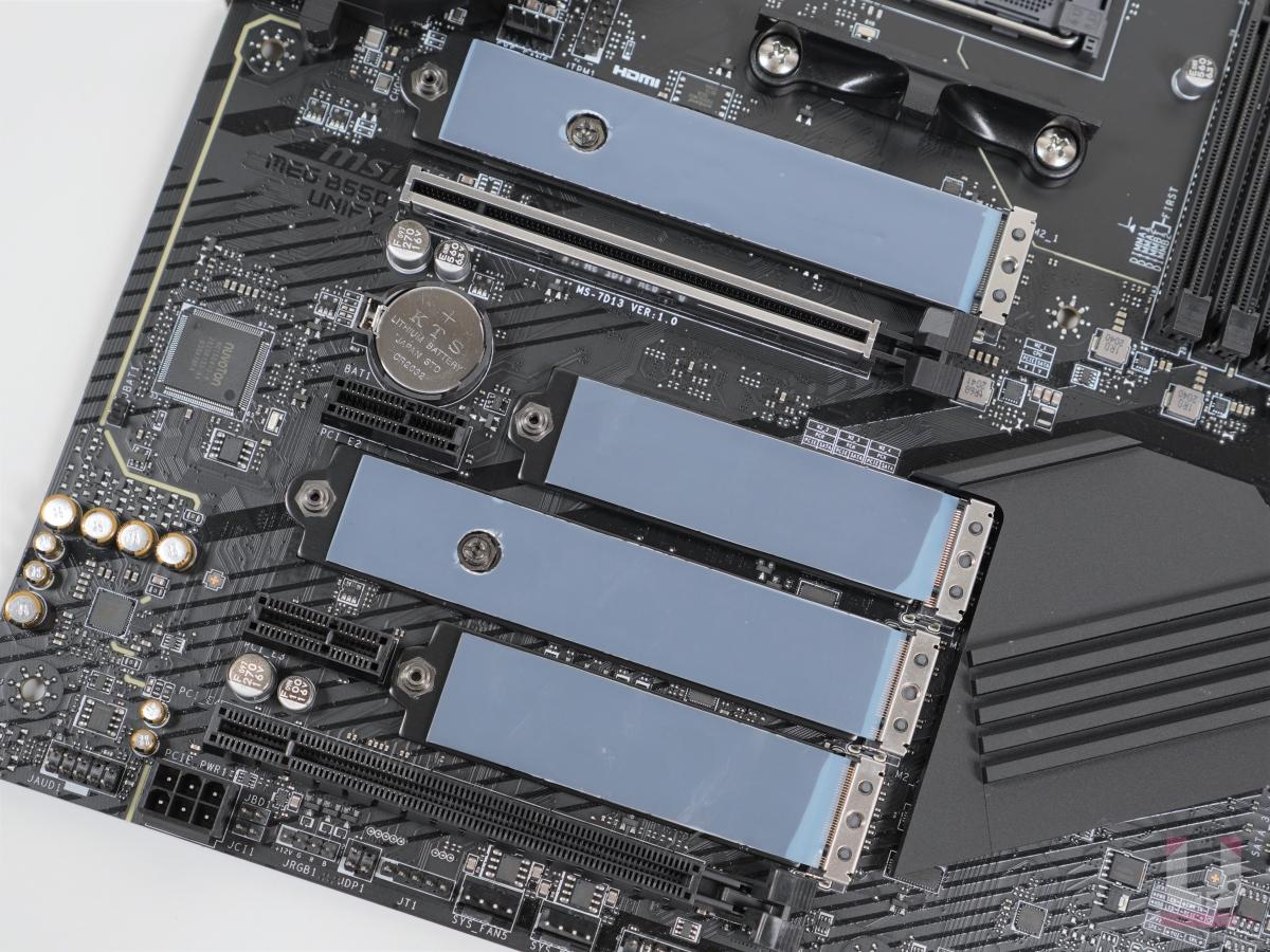目前 M.2 大多數是 2280 規格,所以第一組 M.2 還是要安裝到 CPU 旁的插槽。