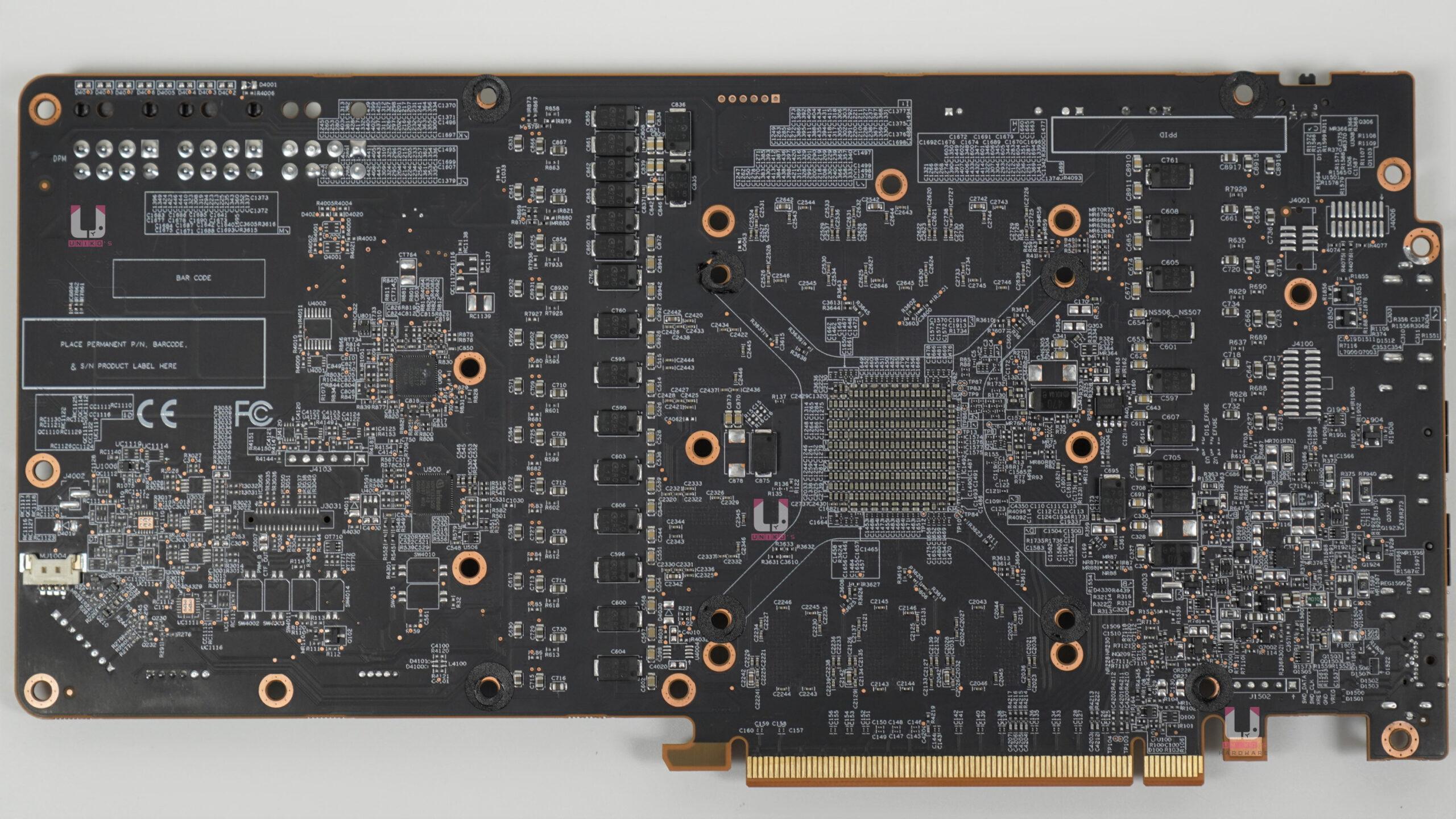 Radeon RX 6800 XT Red Devil PCB 電路板背面。