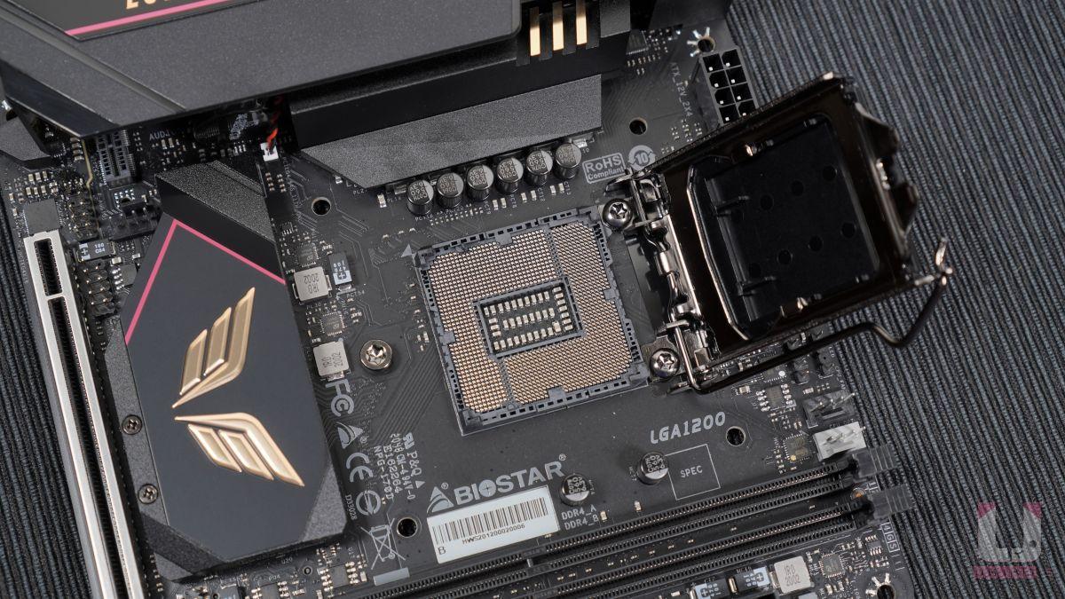 LGA 1200 腳位接口,支援 Intel 10 代和 11 代處理器,跟上世代的 Z490 相同,散熱器孔位也都跟 LGA 115X 相同。