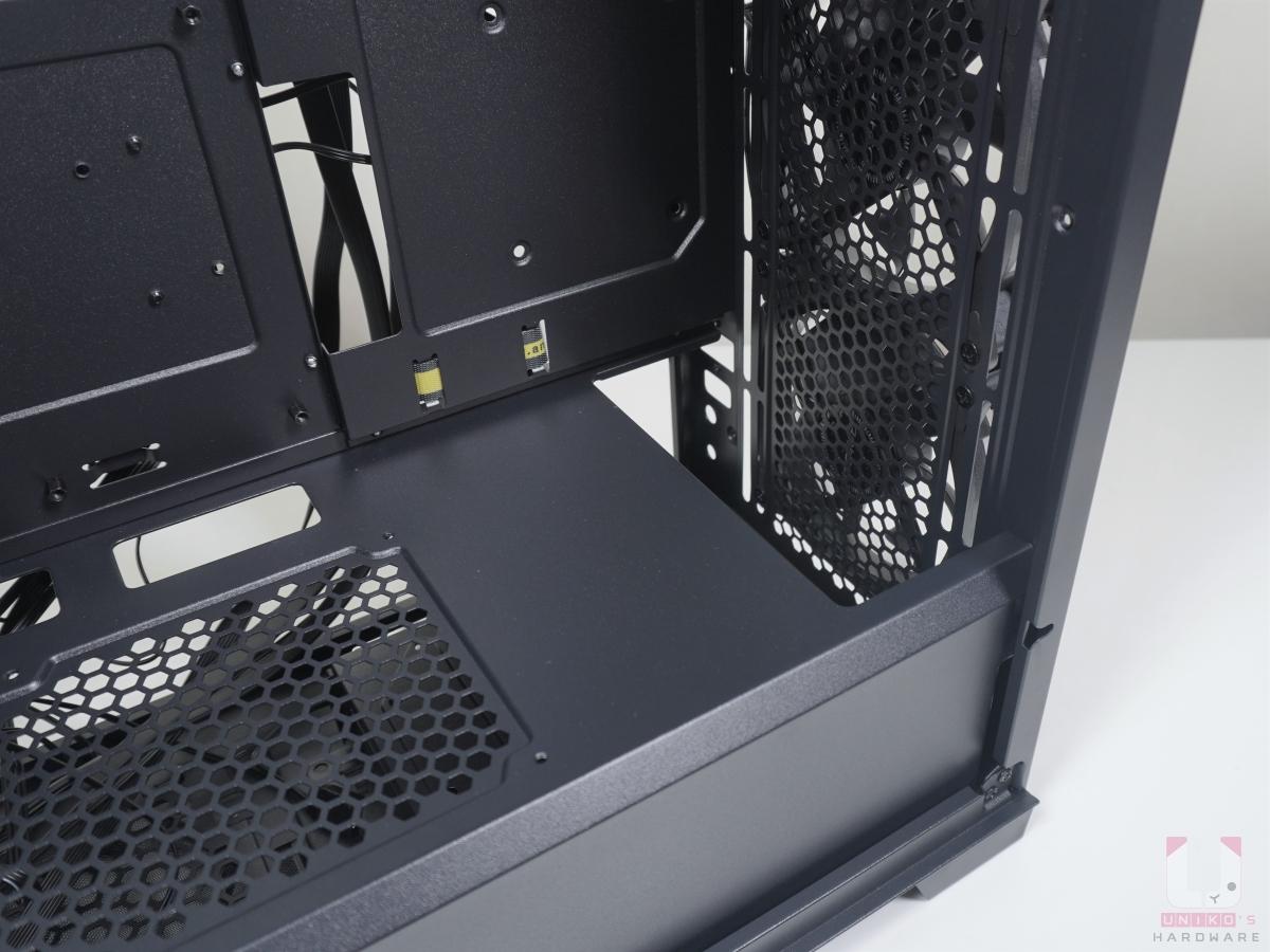 正面的安裝冷排空間是 55 mm。