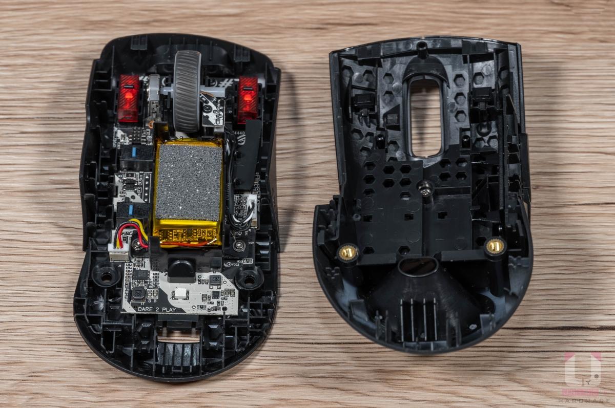 Keris 無線電競滑鼠內部拆解圖。