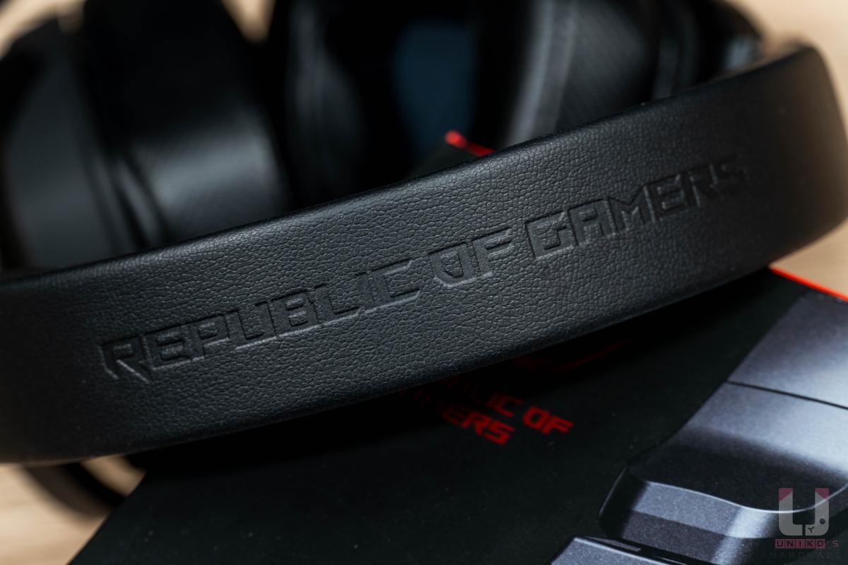 耳機上方頭帶有 Republic of Gamers 字樣,強化產品信仰。
