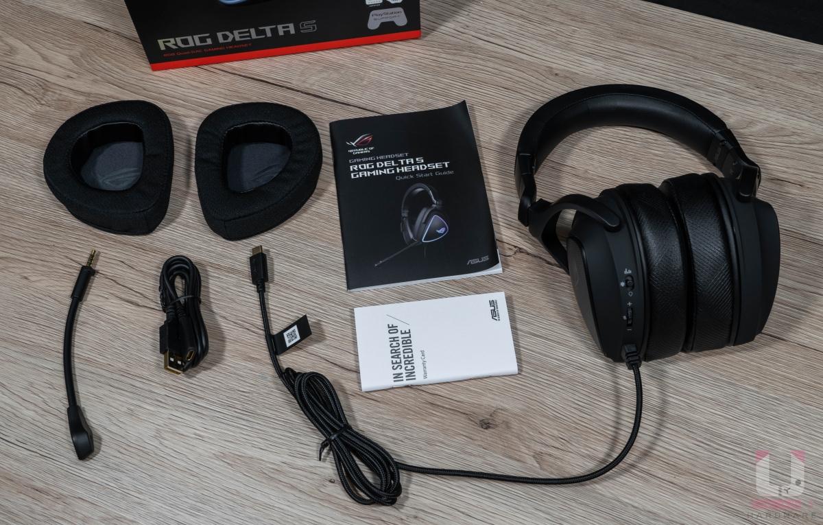 包裝內部除了耳機外,還有麥克風、USB 延長線、說明書,以及快速散熱蛋白皮革耳罩供更換。