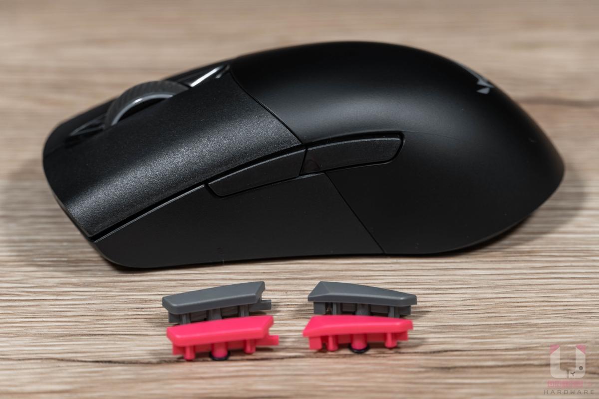 包裝內有額外提供粉色和灰色側鍵可更換。