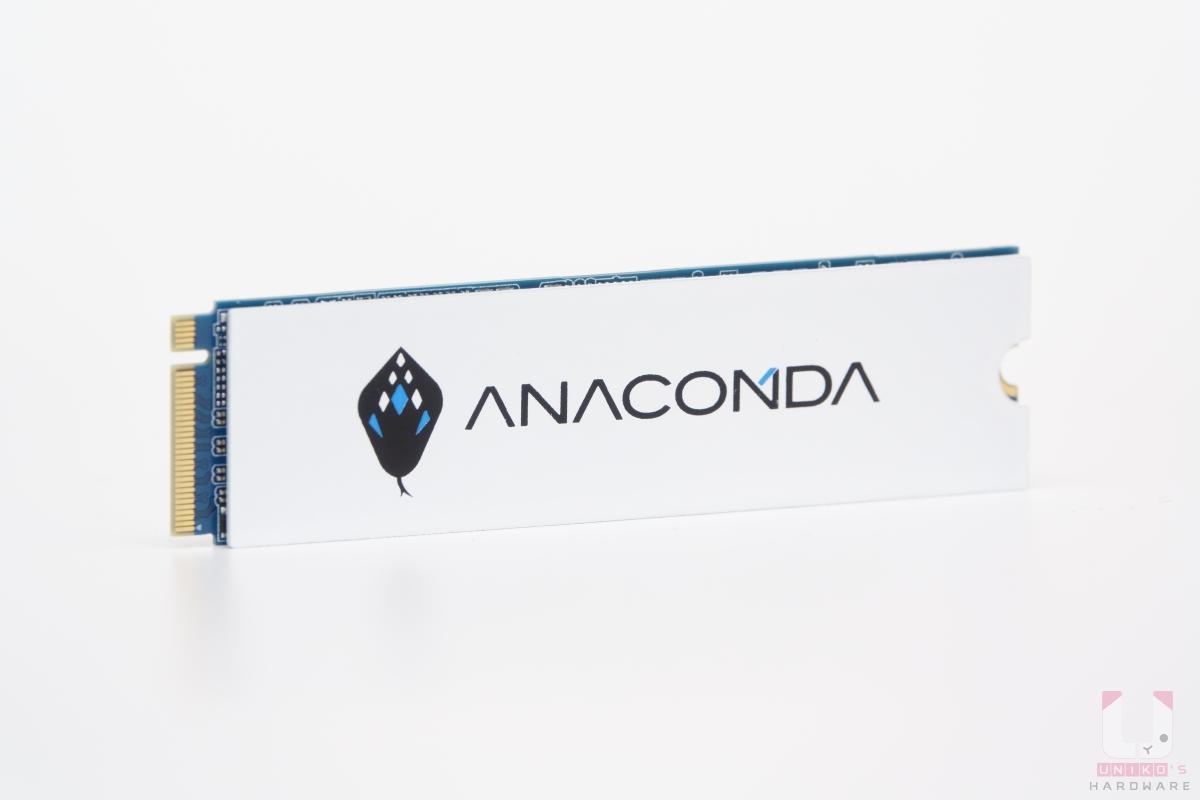白色散熱片配上 ANACOMDA 巨蟒 LOGO,質感還不錯。