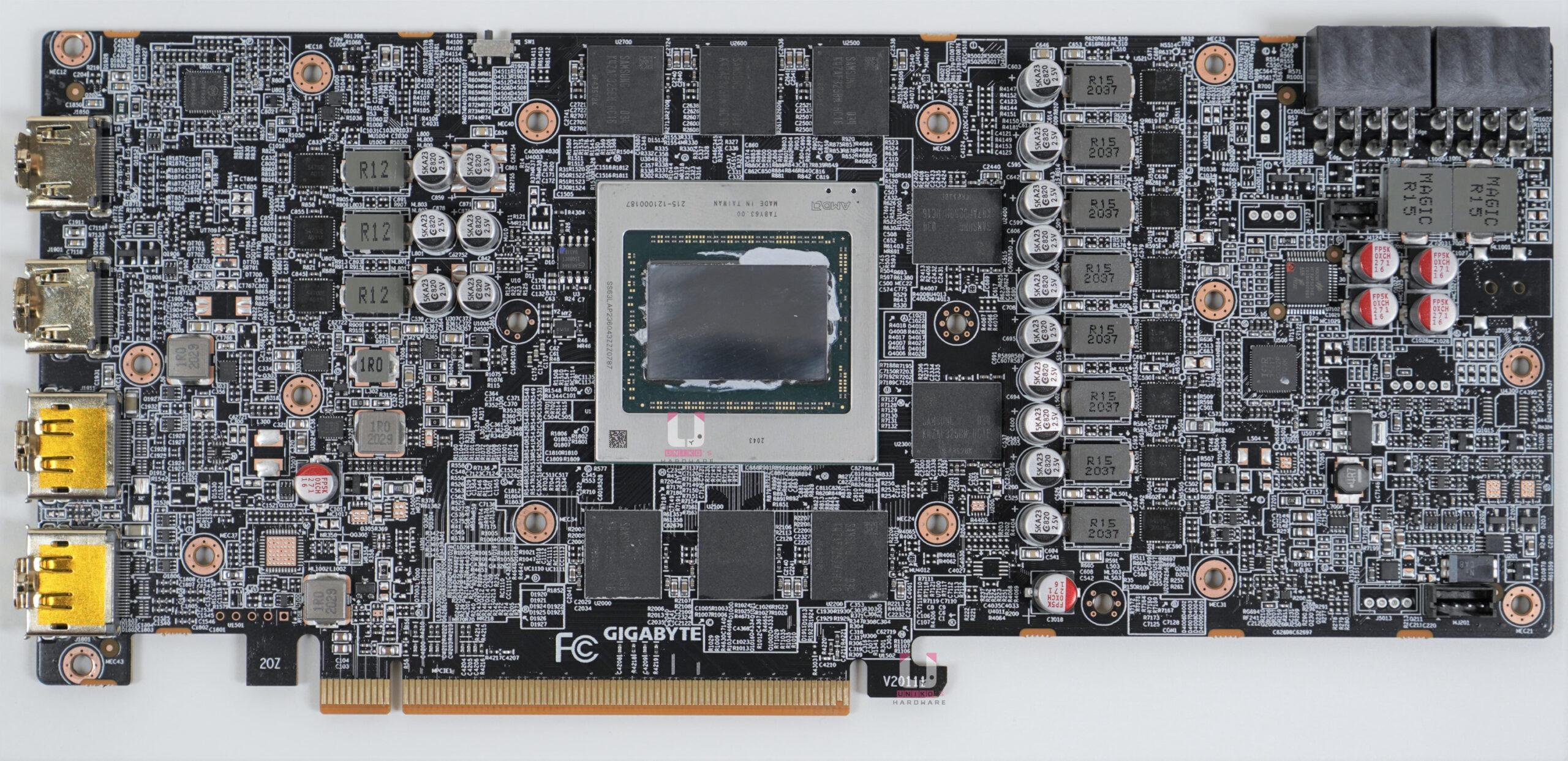 GIGABYTE Radeon RX 6800 GAMING OC 16G PCB 正面高解析度照片,可以點入放大看上面的元件。