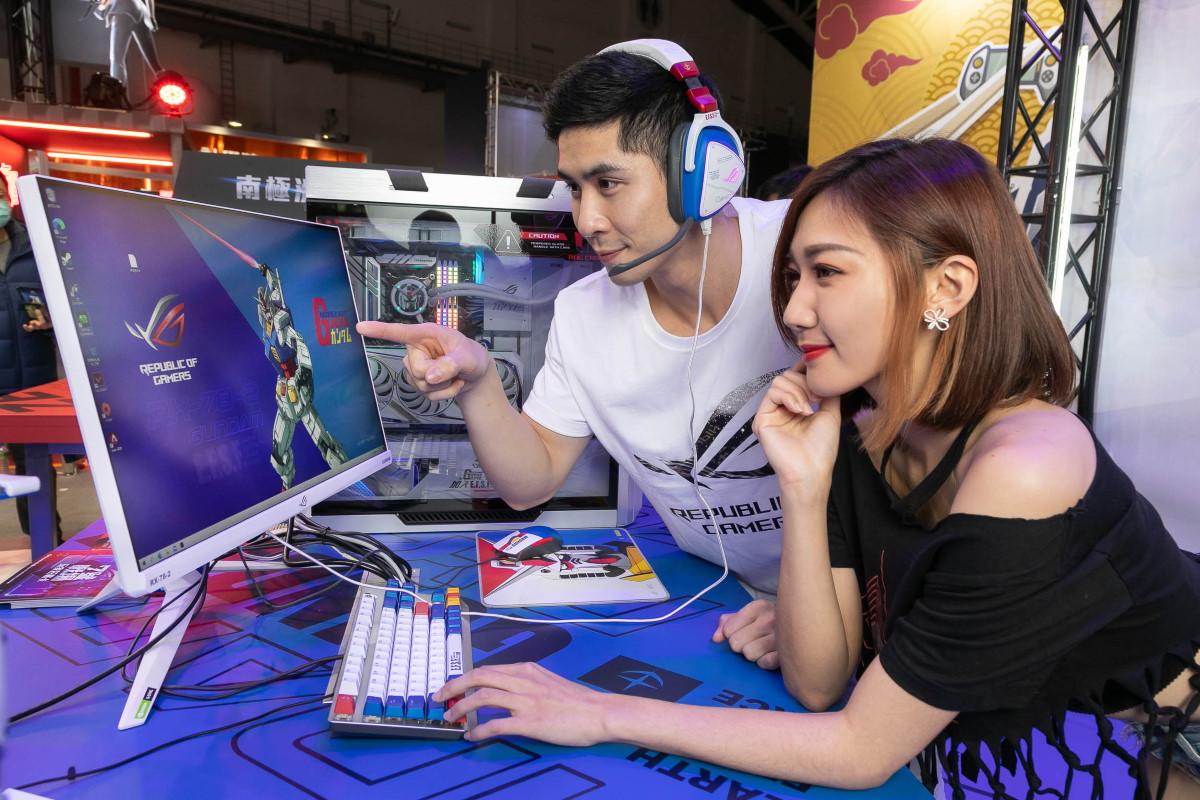 ROG 玩家共和國打造台北電玩展最狂朝聖點「七號戰場」,並展示鋼彈聯名新品。