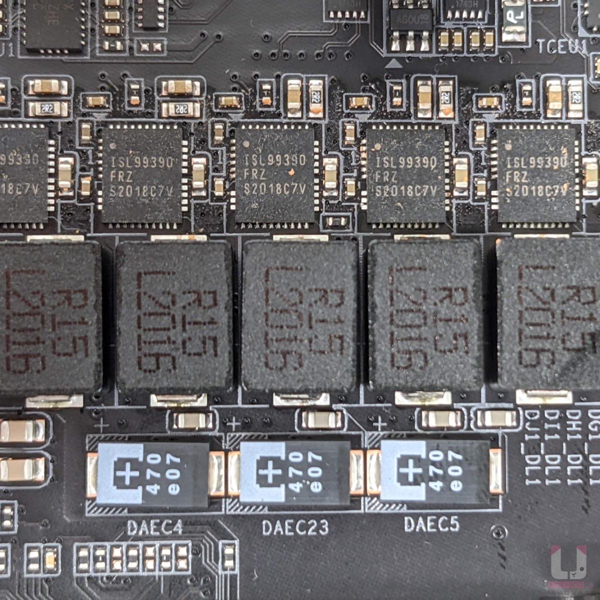 Renesas ISL99390 90A MOSFET。