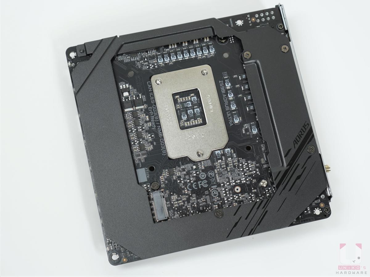 M key PCIe 3.0 x4 & SATA 模式 M.2 SSD 安裝位置。