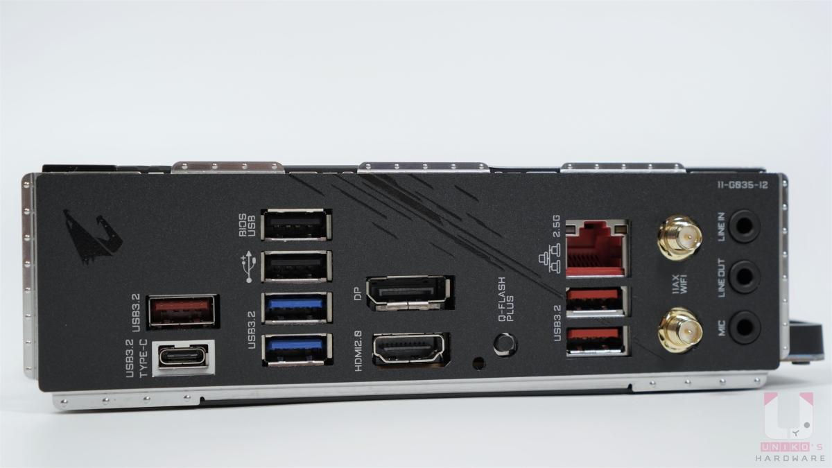 預先安裝的 I/O 擋板,支援 Q-FLASH PLUS 刷 BIOS。