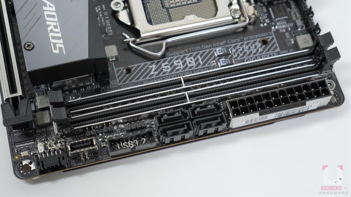 2-DIMM 支援雙通道記憶體,最大單條 32 GB,超頻最高可以 DDR4 4600+ MHz。