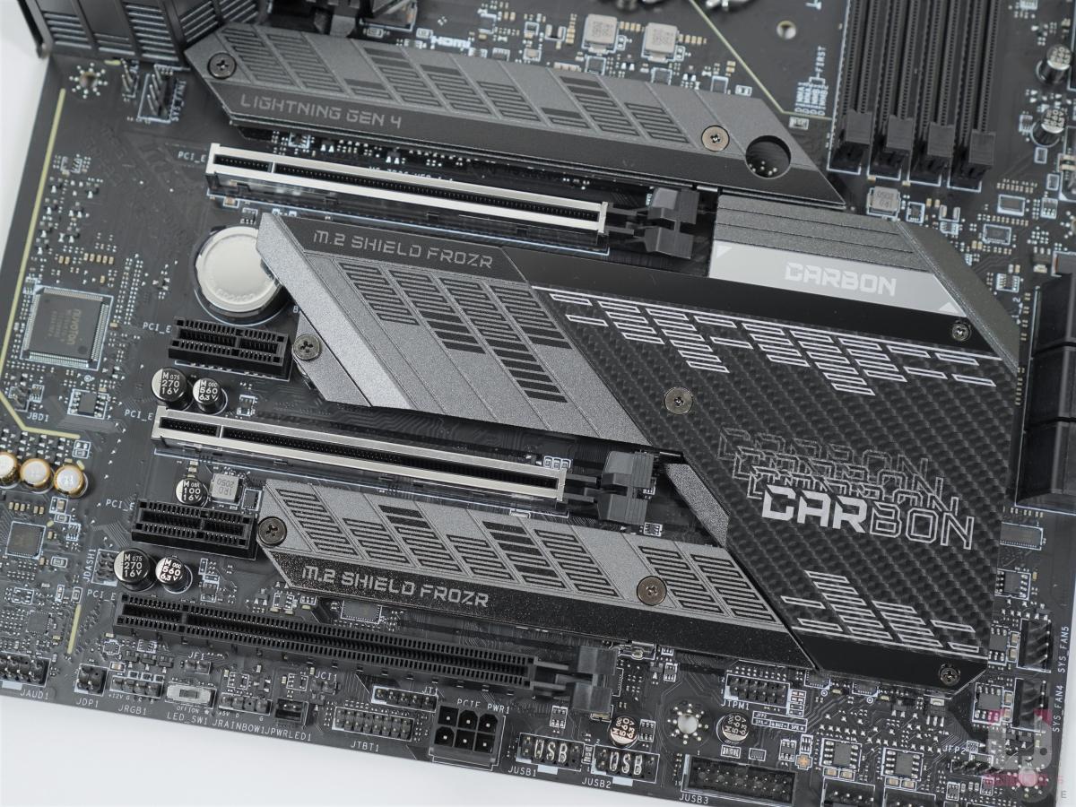 3 組 PCIe x16、2 組 PCIe x1。
