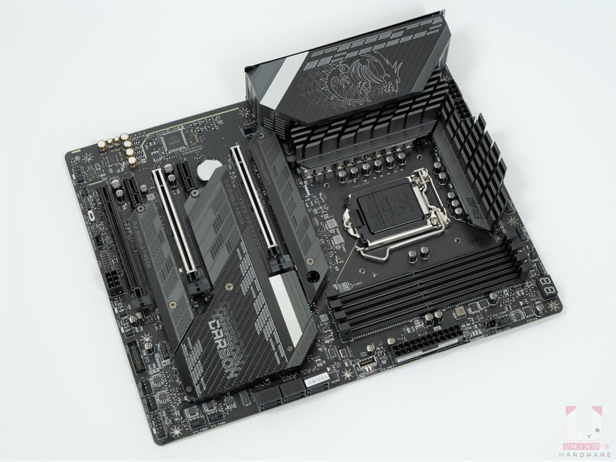 MPG Z590 GAMING CARBON WIFI 是標準的 ATX 主機板。