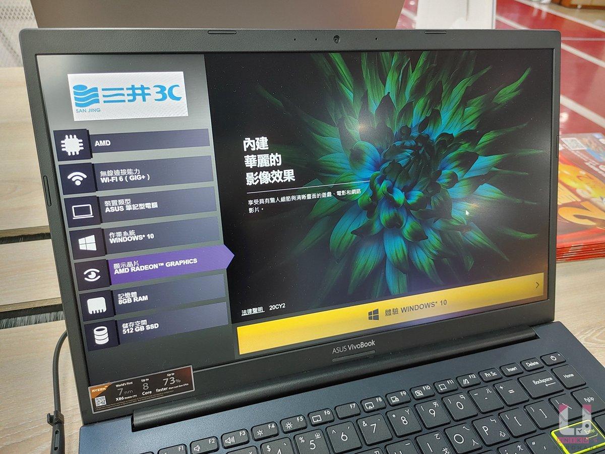 螢幕上方有麥克風與視訊鏡頭,面板型號 HWiNFO 辨識為 NV140FHM-N49。