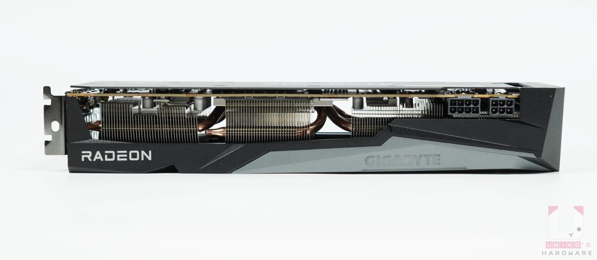 Radeon RX 6700 XT GAMING OC 12G 頂部。
