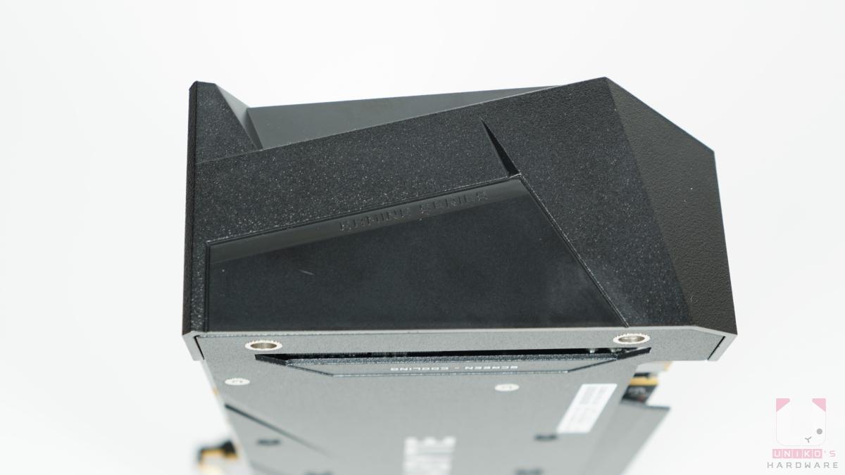 Radeon RX 6700 XT GAMING OC 12G 尾部。