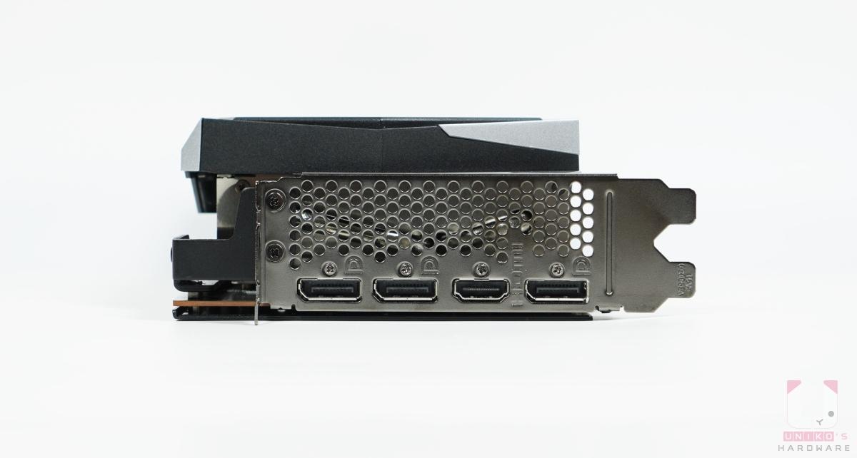 1 組 HDMI、3 組 DP。