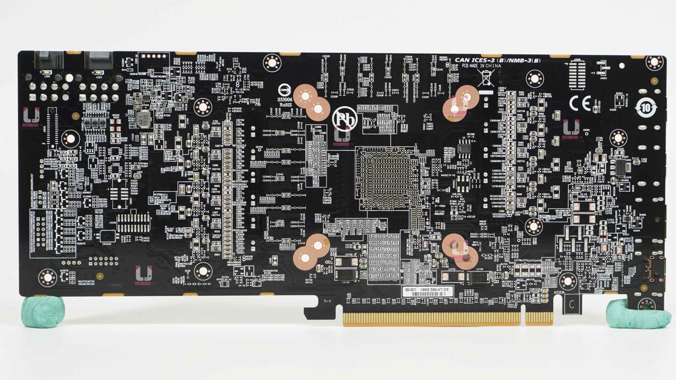 Radeon RX 6700 XT GAMING OC 12G PCB 背面。