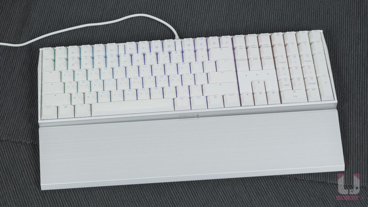 銀色手托與鍵盤本體合體。