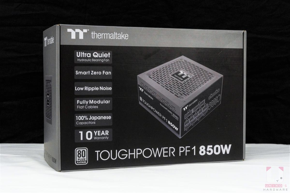 鋼影 PF1 850W 外盒維持曜越一貫黑灰簡單設計。