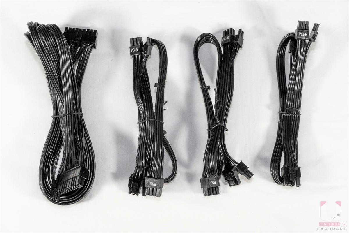 24 pin 主機板線和三條 PCIe 6+2 pin。