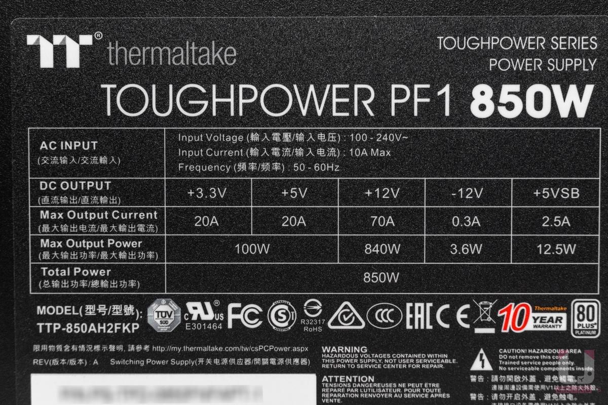 實際輸出規格表,+12V 最大輸出功率為 840W。