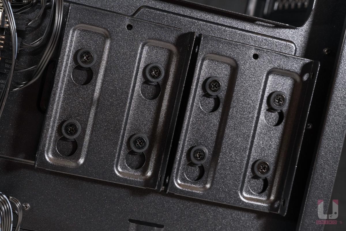 """兩組 2.5"""" SSD 快拆支架。"""
