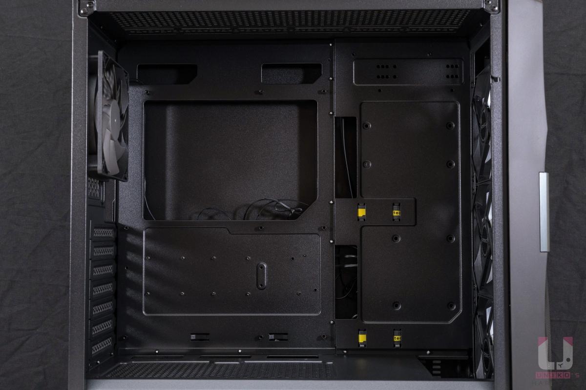 內部空間佈局規劃不錯,基本位置都有到位,主機板最大 ATX 尺寸。