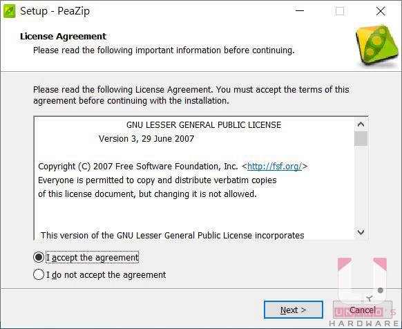 按此開啟下載頁面,Windows 64 位元請下載 peazip-X.X.X.WIN64.exe,執行後選取 I accept,接著按 Next。