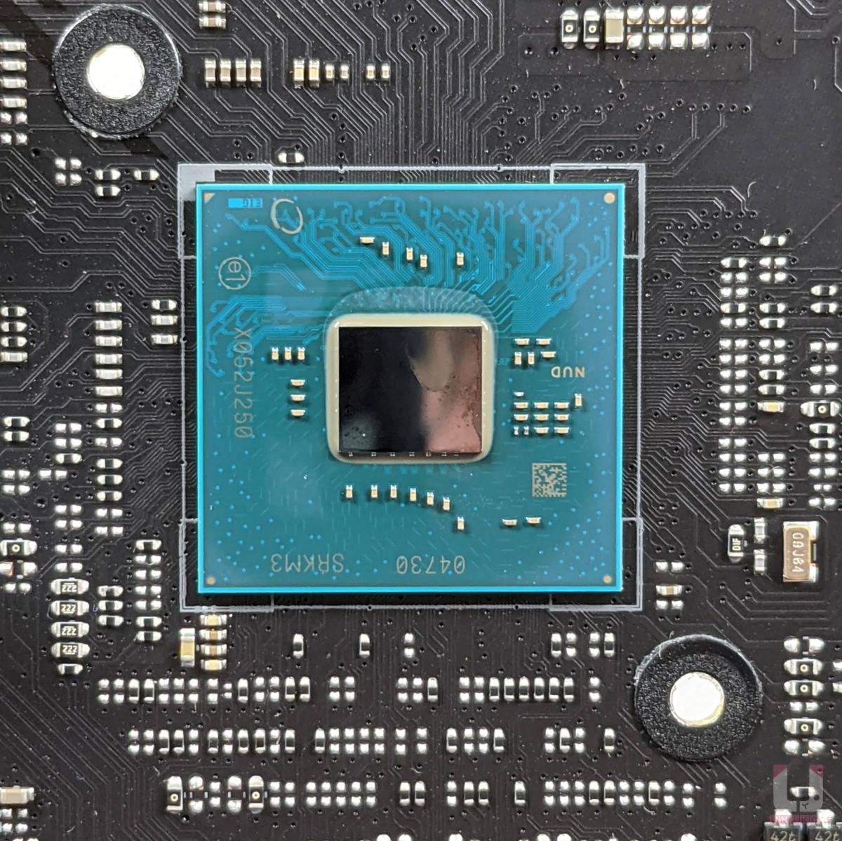 Z590 晶片組。