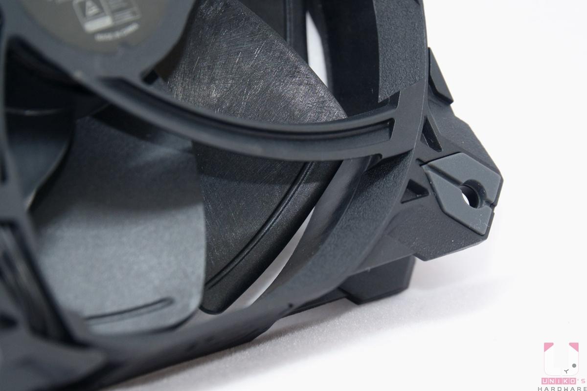 特殊的扇葉設計,加強氣流。