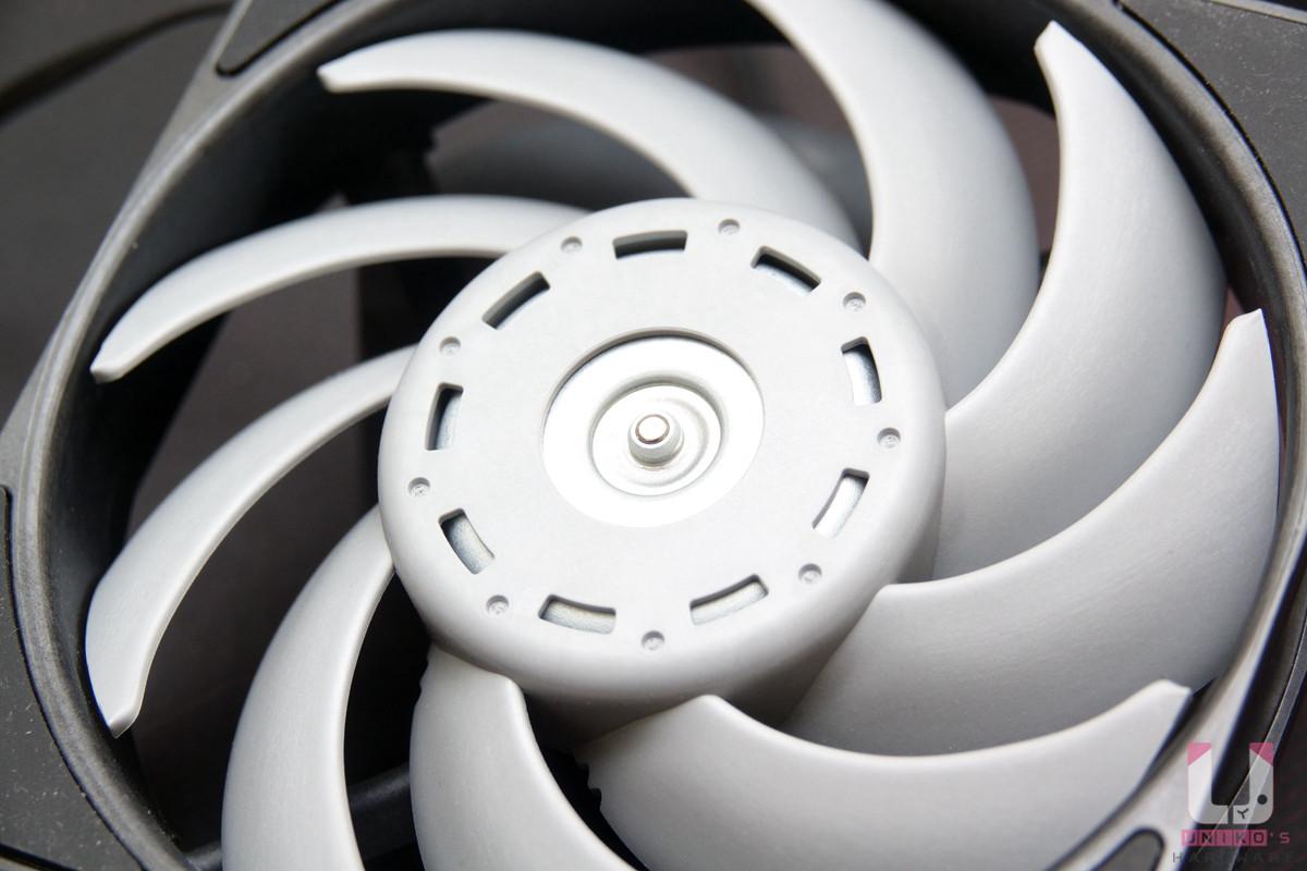軸心外殼利用減震設計降低運作時的噪音。