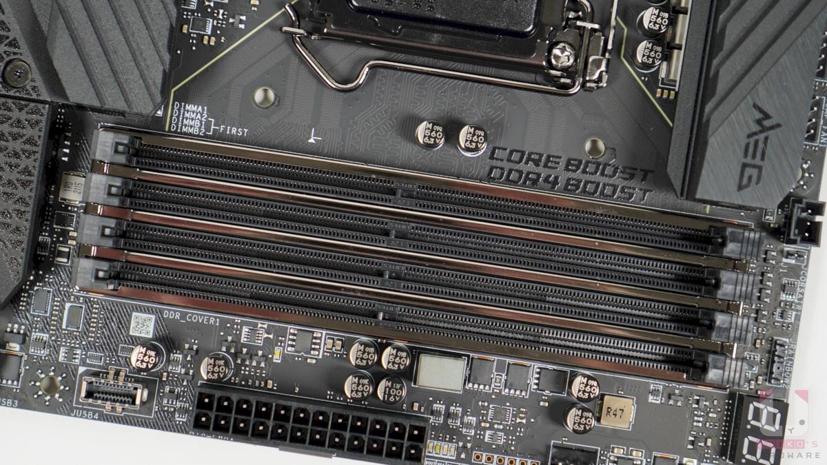 4 組 DDR4 記憶體插槽