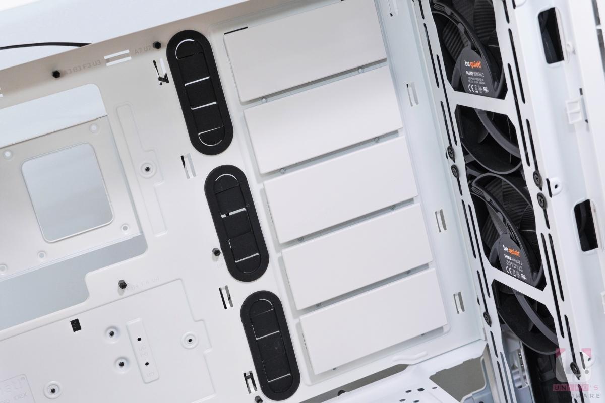 藏線孔和 HDD 插槽檔板