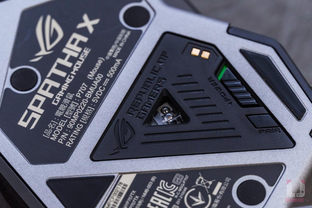 感測器周圍有電源開關和配對鍵可直接和充電座配對