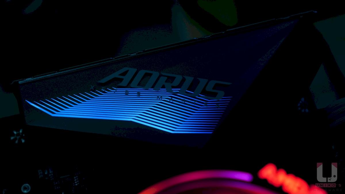 X570S AORUS MASTER 低調的 RGB 燈效區域
