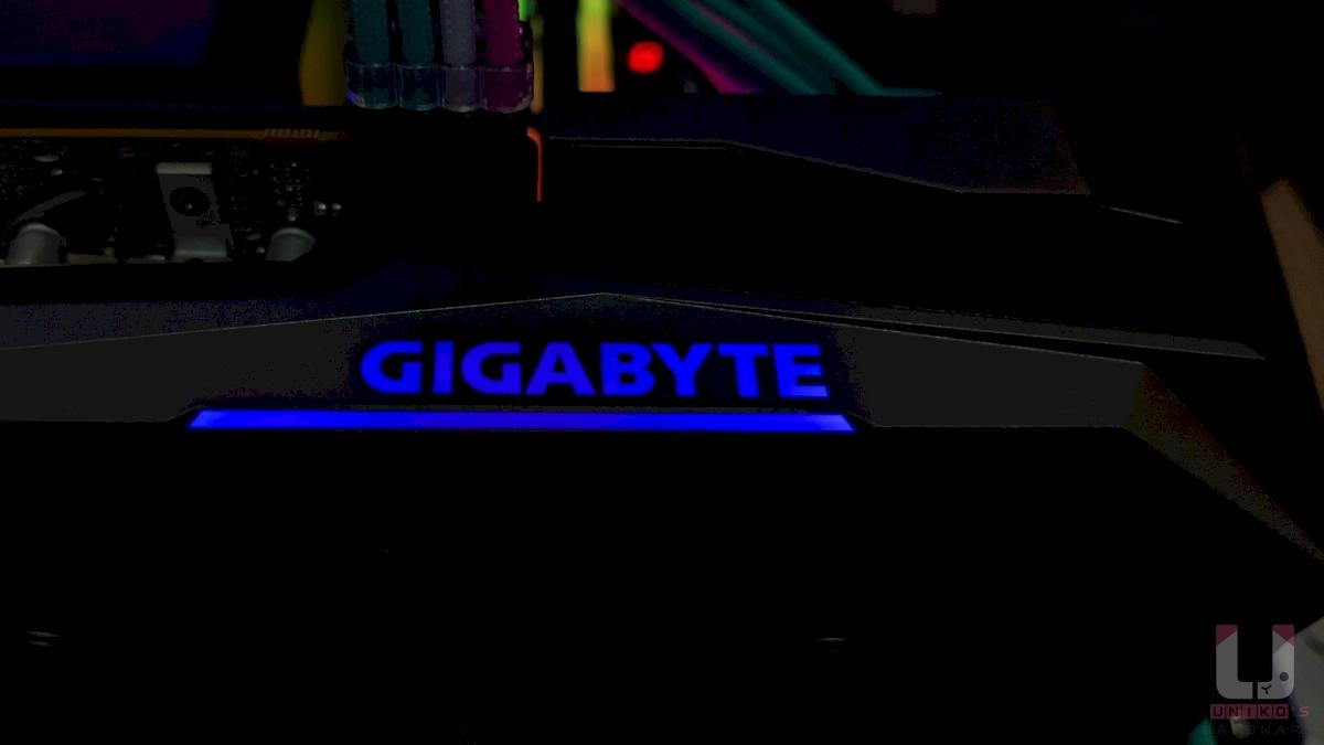 燈效 GIGAYBYTE RGB LOGO。