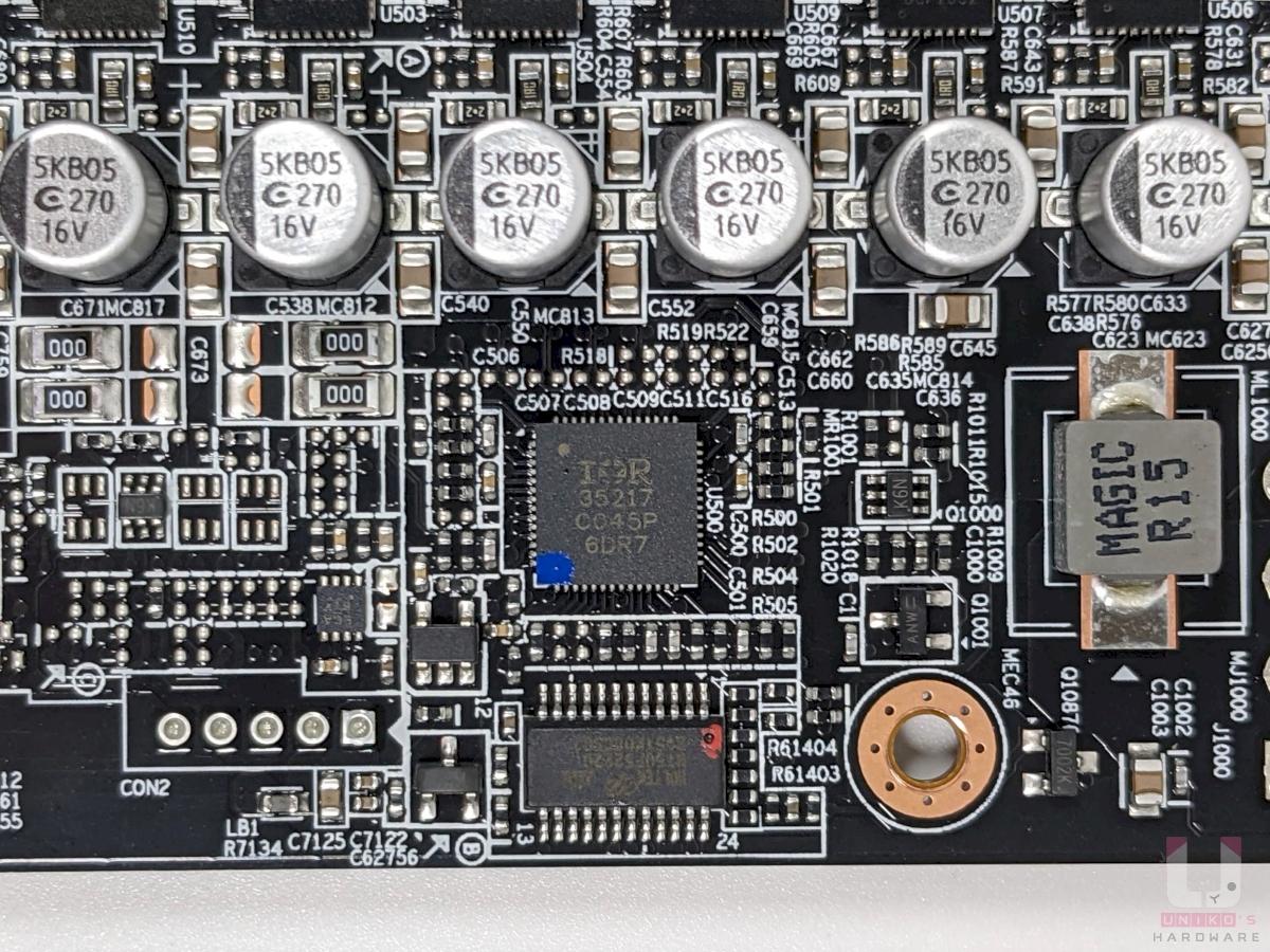 International Rectifier IR35217 控制器。
