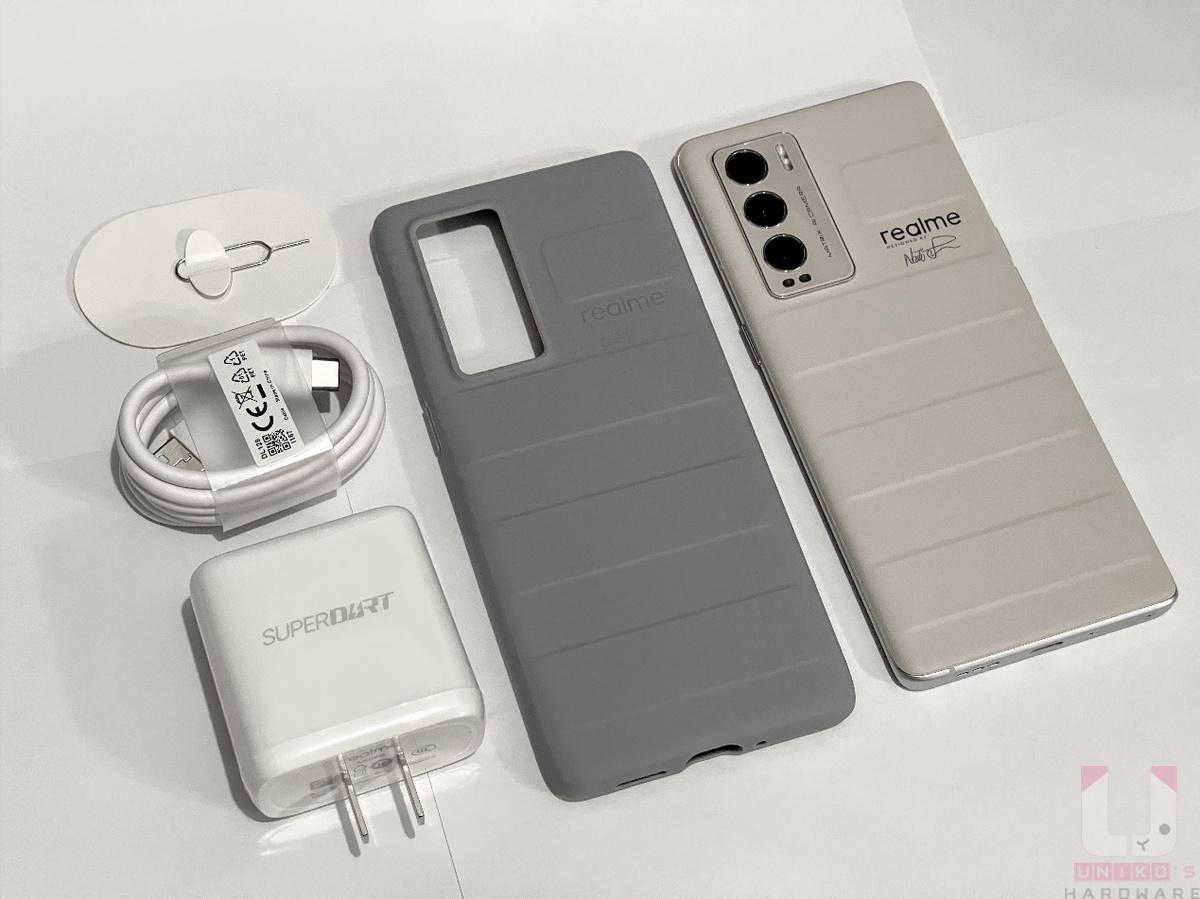 內盒配件:手機本體、矽膠軟殼、SuperDart 65W 充電器、傳輸線、SIM卡針。