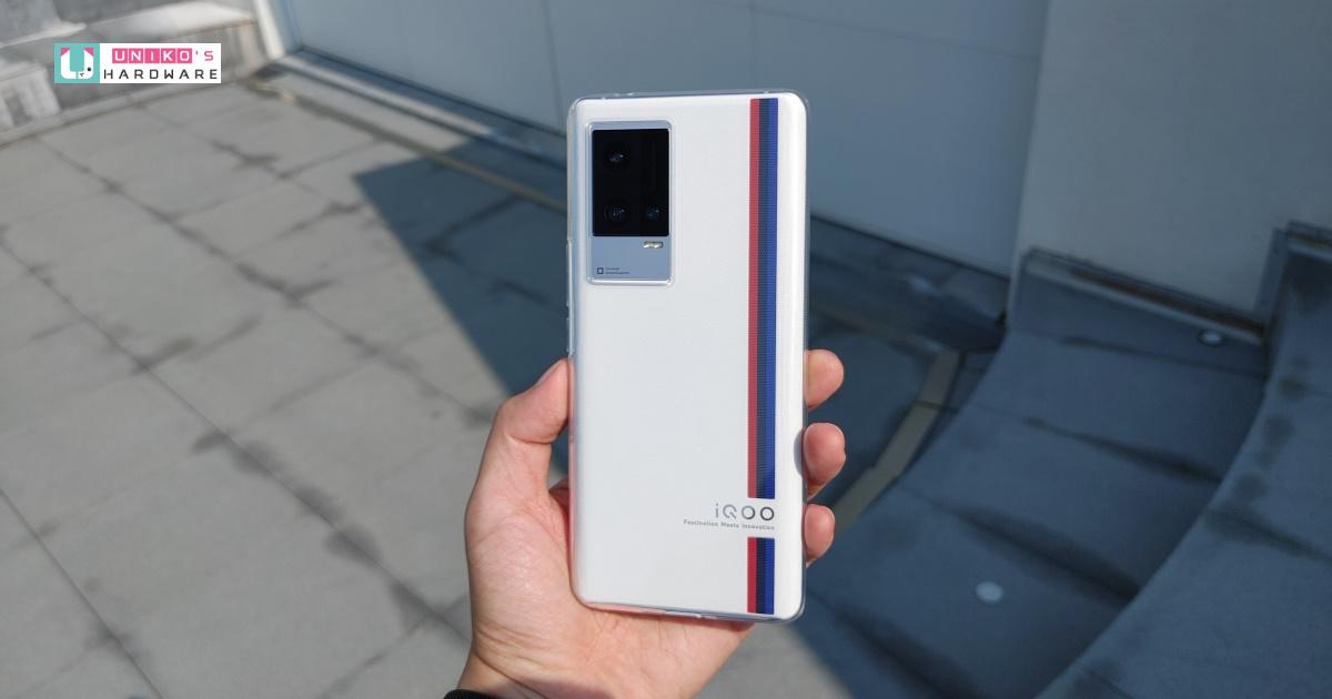 配備 SAMSUNG E5 變動更新率 AMOLED 螢幕的效能旗艦~ iQOO 8 Pro 傳奇版上手輕開箱
