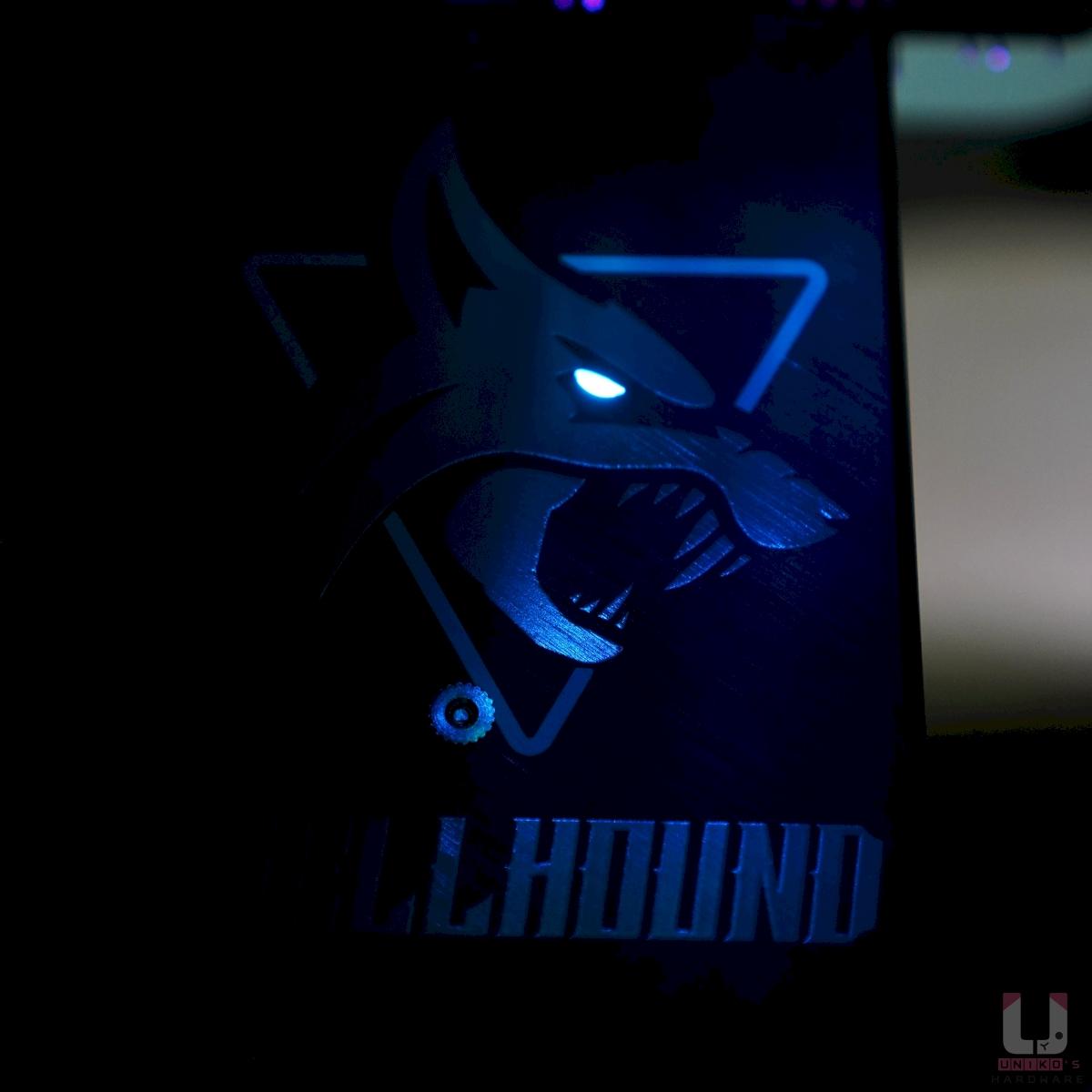 背板的 Hellhound 暗黑犬的眼睛會發 LED 藍光
